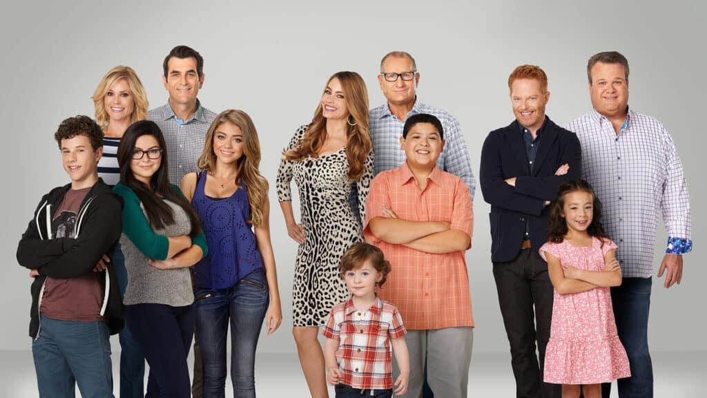 《摩登家庭》第10季完结, Ariel又双叒叕否认整形