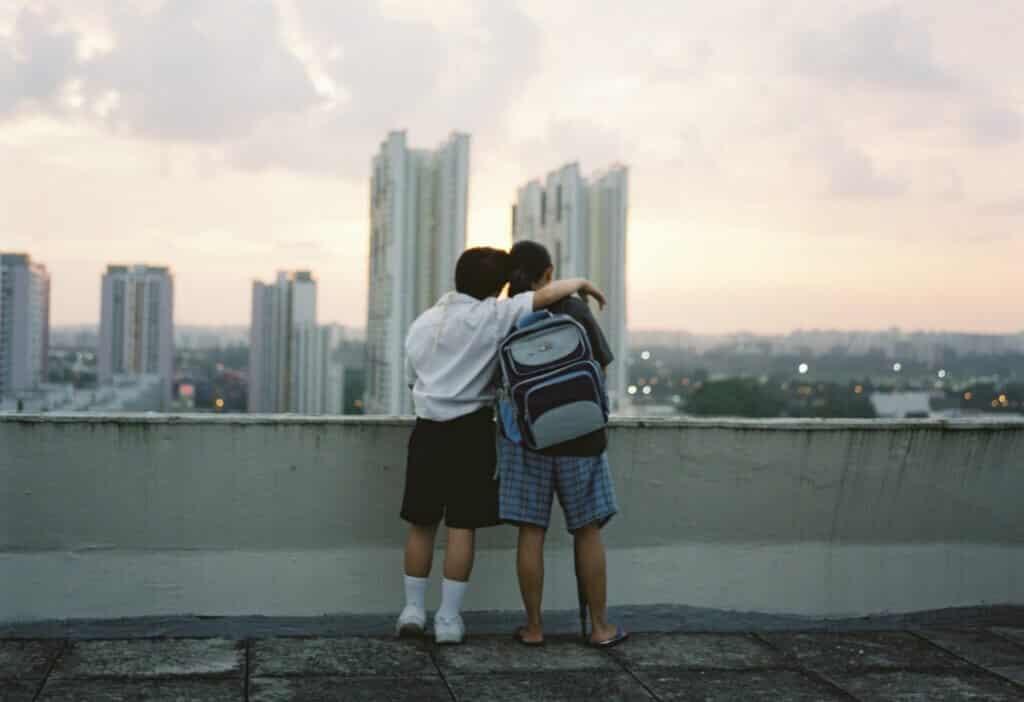 《热带雨》爱情是对绝望生活的挣扎